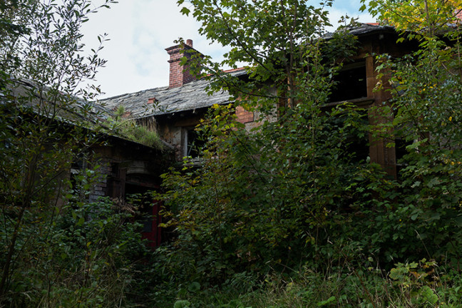 abandoned_building_photograph_01