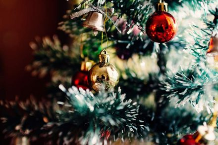 Christmas gift guide for people with chronic illnesses, such as fibromyalgia, ME/CS and Lyme disease. Click to read or pin to save for later.